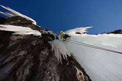 Ezio Marlier sulla Candela di Senden (Alpine Ice Tour 2005 - Valle di Gressoney, Gruppo del M.te Rosa, Valle d'Aosta).