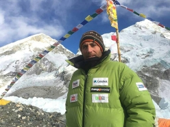 Basque mountaineer Alex Txikon has called off his attempt at climbing Everest in winter after retreating from Camp 2 (6400m) due to high winds.