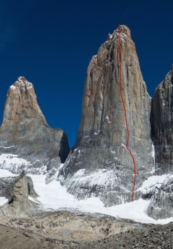 The line of 'El Regalo de Mwono' on the East Face of Central Tower of Paine, Patagonia. First ascended between 1991/1992 by Paul Pritchard, Simon Yates, Sean Smith and Noel Craine, this 1200m high big wall rock climb was freed in 2016 by Nicolas Favresse, Sean Villanueva and Siebe Vanhee.