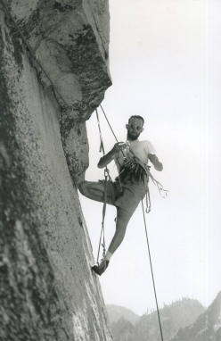Royal Robbins making the first ascent of Salathé Wall, El Capitan, established in 1961 together with Tom Frost and Chuck Pratt. Graded VI, at the time this route was considered the most difficult big wall climb in the world.