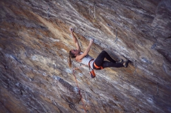 Julia Chanourdie climbing Ground Zero a at Tetto di Sarre, Italy