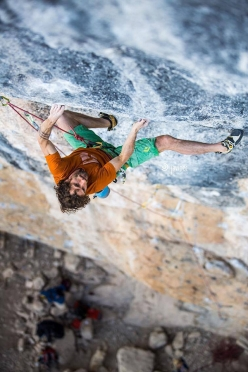 Patxi Usobiaga climbing Papichulo 9a+ at Oliana in Spain
