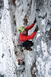 Florian Riegler on the thin 4th pitch of Gratta e vinci (120m, M10, WI 5) Passo delle Pedale/Mendola, Italy