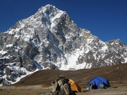 Ueli Steck Khumbu Express: Cholatse North Face
