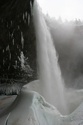 Spray On, Helmcken Falls, Canada, salito per la prima volta da Will Gadd e Tim Emmett, 01/2010