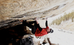 Daniel Woods durante la prima salita di The Game V16/Fb8C+ a Boulder Canyon, Colorado, USA