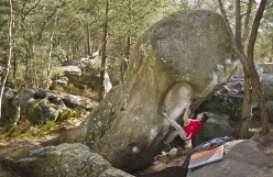 Niccolò Ceria on Le Pillier du Desert 7C+, Fontainebleau