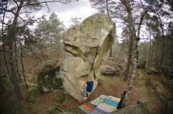 Niccolò Ceria on Menhir 7C, Fontainebleau