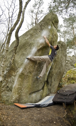 Niccolò Ceria on Saigon Assis 7C+ Fontainebleau