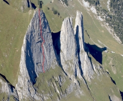 The route line of 'Parzival' (8b, 150m), Westliche Dreifaltigkeit, Alpsteingebirge, established by Markus Hutter, Fabio Lupo and Michael Obendrauf and freed on 21/05/2017 by Michael Wohlleben