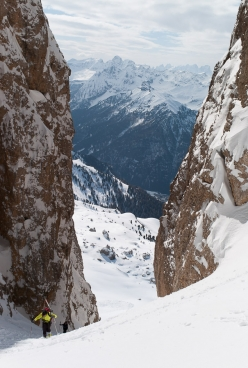 Ski mountaineering in the Dolomites: ascending to the Dente del Sassolungo col