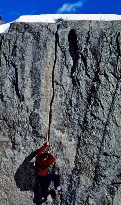 Maurizio Oviglia climbing the Fessura Kosterlitz in winter after a ski mountaineering trip
