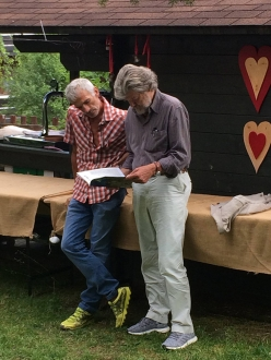 Maurizio Manolo Zanolla and Reinhold Messner looking at Aquile, the magazine by the mountain guides San Martino di Castrozza and Primiero