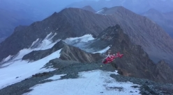 The Austrian mountain rescue helicopter a few seconds before crashing against the rocks on Großglockner