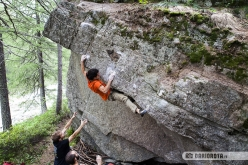 Bouldering in Valle dell'Orco