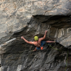 Adam Ondra tenta la via Exchange Project, un possibile 9b+ a Flatanger, Hanshellern, Norvegia (09/2017)