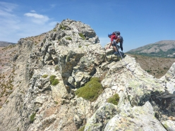Lino Cianciotto on the more exposed upper section of the SE Ridge of Monte Muru Mannu, Sardinia