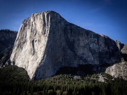 El Capitan, Yosemite. Enormous rockfall detached at around 13:55 on 27/09/2017 from the extreme righthand side of the face