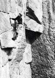 La guida alpina Carlo Boscacci in azione al Valdone negli anni '50