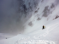 Skiing the SE couloir of Chatyn Tau (4412 m), Caucasus