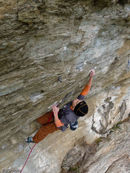 Tito Traversa climbing Faith 8a, Donnas, Valle d'Aosta