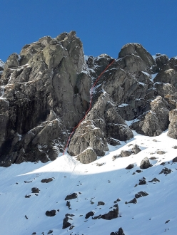 The route line of The Maniach, Cima Piazzotti Orientale south face, Val Gerola (TD+, M5+/M6, 350m, Cristian Candiotto)