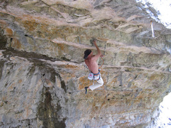 Riccardo Scarian frees two new routes in Val Noana, Dolomites