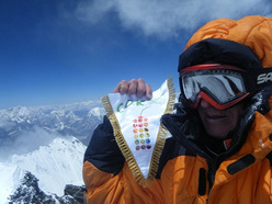 Denis Urubko in cima al Lhotse il 16/05/2010