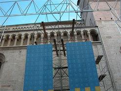 La struttura di gara in allestimento nella Piazza del Duomo di Trento