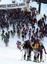 Non sarà ancora sorto il sole quando, domenica 29 aprile, alle 5,30, partirà da Cervinia la lunga cavalcata scialpinistica del Trofeo Mezzalama: 45 chilometri di sviluppo, gran parte dei quali attorno a quota 4000 metri del Monte Rosa.