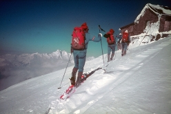 Having set off on 21 March 1971 from Reichenau an der Rax close to Vienna in Austria, 40 days later the Austrian ski mountaineers Robert Kittl, Klaus Hoi, Hansjörg Farbmacher and Hans Mariacher reached Contes in France on 29 April.