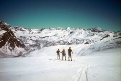 Der Lange Weg: on 21 March 1971 the Austrian ski mountaineers Robert Kittl, Klaus Hoi, Hansjörg Farbmacher and Hans Mariacher set off from Reichenau an der Rat close to Vienna and made an east to west ski tour traverse across the Alps. Final destination: France's Maritime Alps and Nice