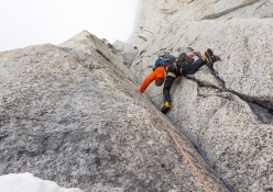 Aguja Val Biois, Patagonia: Felix Getzlaff seconding the fifth pitch with light snowfall, but in good mood.