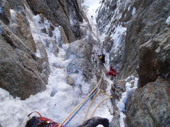 In the gully on the large Chimney on Plein Sud (S Face, Grandes Jorasses)