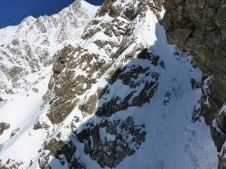 Shkhara South Face: climbing between camps 3 and 4