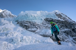 Everest - Lhotse traverse, Sherpa Tenji attempts mountaineering enchainment in memory of Ueli Steck