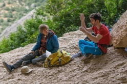 Alexander Megos and Stefano Ghisolfi discussing the moves of Perfecto Mundo 9b+ at Margalef in Spain