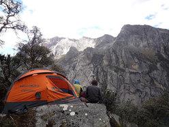 """Bivvy on """"El sueño de los excluidos"""" Nevado Shaqsha (5703m, Huantsàn massif, Cordigliera Blanca, Perù)"""