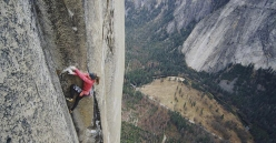 Barbara Zangerl durante la prima ripetizione di Magic Mushroom su El Capitan, Yosemite, USA, insieme a Jacopo Larcher