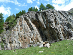 The nice litte crag Marchegg in Val Senales, with 24 routes from 4a to 7b, ideal for families in summer.