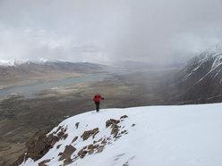 Il Lago Chaqmaqtin e Susy sul Donne Peak 4.800m mentre arriva una perturbazione
