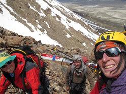 Salendo sul Donne Peak 4.800m, Suzy Medge, Afyat,  Anna Torretta