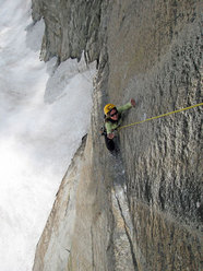 Giovanna Mongilardi on the traverse of Mares