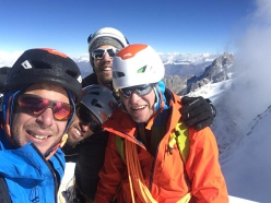 Guido Unterwurzacher, Hansjörg Auer, Much Mayr e Max Berger on 5/10/2018 on the summit of a 6050mmounta in in the lndian Himalaya