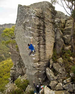 Niccolò Ceria sending the highball White Shadow at the Bleachers, Grampians Australia