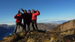 Sean Villanueva, Nicolas Favresse, Olivier Favresse e Ben Ditto in cima al Devil's Brew (850m), Seagull wall, Groenlandia.