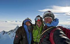 Stephan Siegrist, Dani Arnold & Thomas Senf in cima alla Torre Egger, Patagonia