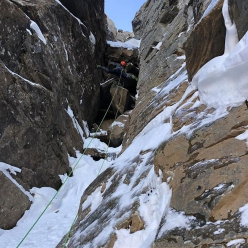 Jess Roskelley e Scott Coldiron durante la prima salita del Central Couloir su A Peak, Cabinet Mountains, USA