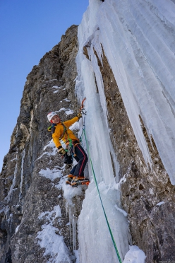Daniel Ladurner climbing Airport in Val Lietres, Dolomites with Hannes Lemayr
