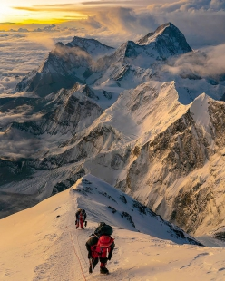 Sunrise from 8700m on Mt Everest, Sherpa Tenji climbing